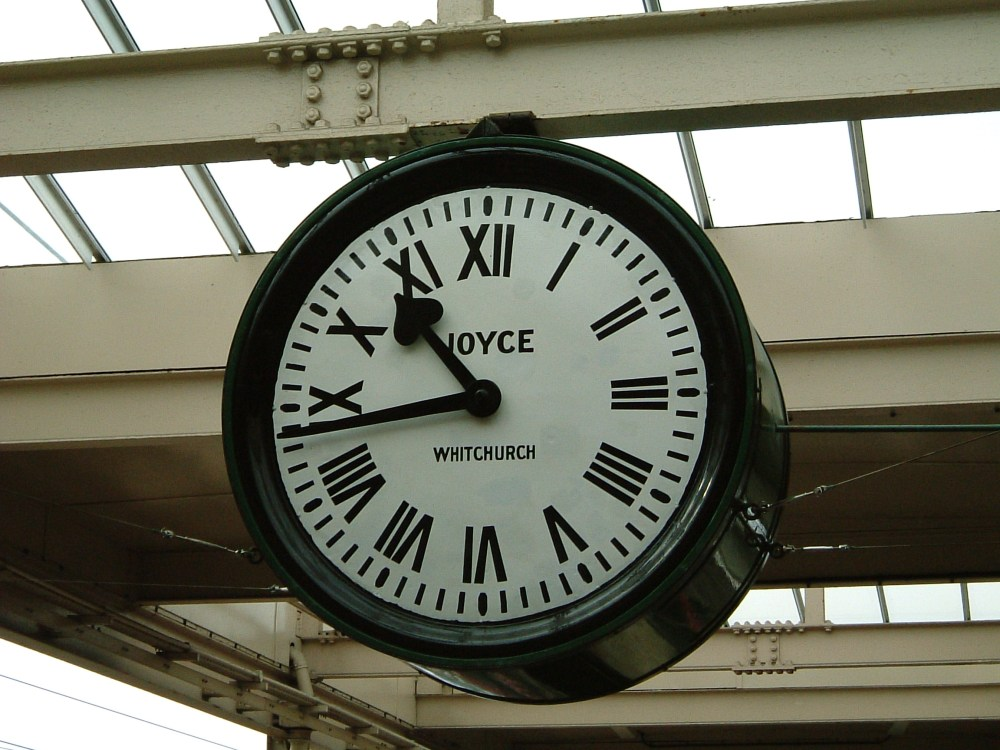 Brief Encounter Clock